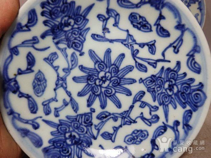 清代青花缠枝花绘画盘两个图2