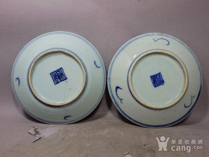 清代青花缠枝花绘画盘两个图4