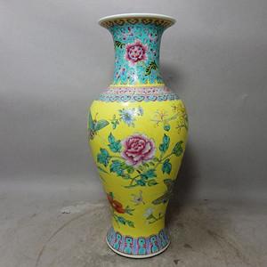 清代黄地粉彩花卉蝴蝶绘画观音瓶