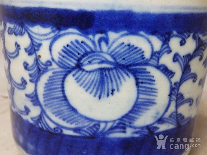 清代青花缠枝花绘画三足香炉图3