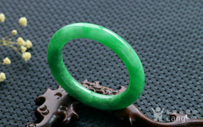 天然A货翡翠满阳绿圆条手镯图2