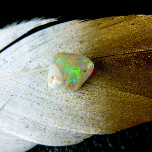 天然澳洲晶质欧宝裸石