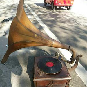 古董老物件手摇留声机