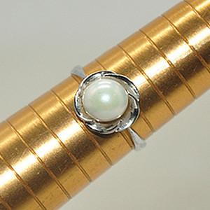 1.9克镶珍珠戒指
