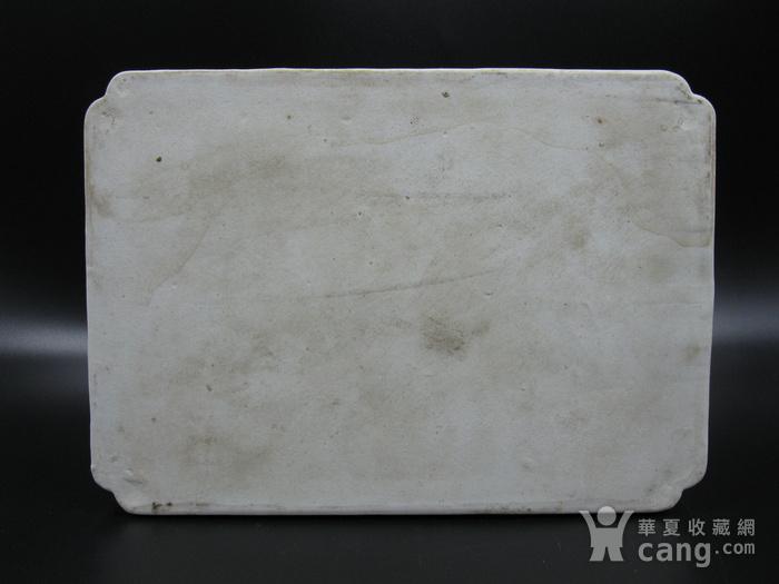 绛彩山水人物瓷盘图4