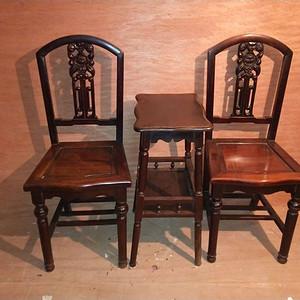 一套非常漂亮的红酸枝椅子
