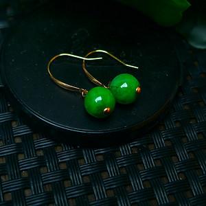 18k金镶嵌冰润辣绿圆珠耳环