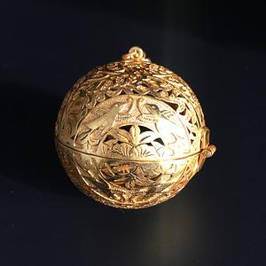 银鎏金香囊