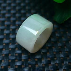 冰润带绿精美扳指