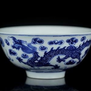 16清晚青花双龙戏珠纹碗