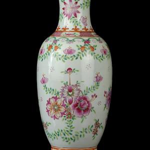 23民国粉彩花卉纹观音瓶