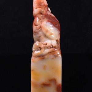 看这件精品寿山石结晶五彩芙蓉石古兽印章