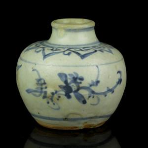 11元青花花卉纹小罐