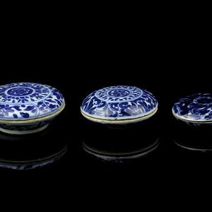 16清早期青花花卉纹印泥盒三只
