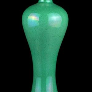 25清晚绿哥釉梅瓶