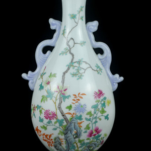 40民国粉彩洞石花卉纹锦带壁瓶