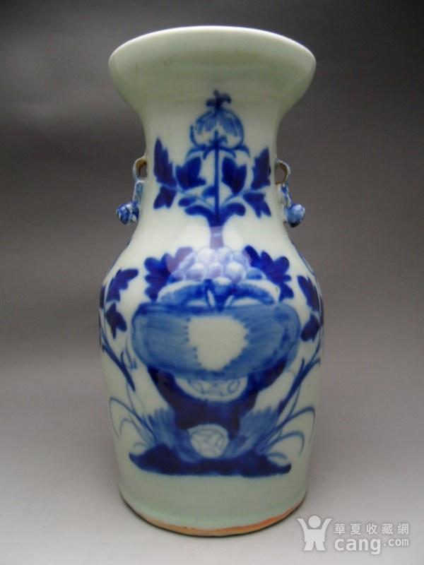 37.清代 豆青釉花卉牡丹大瓶图1