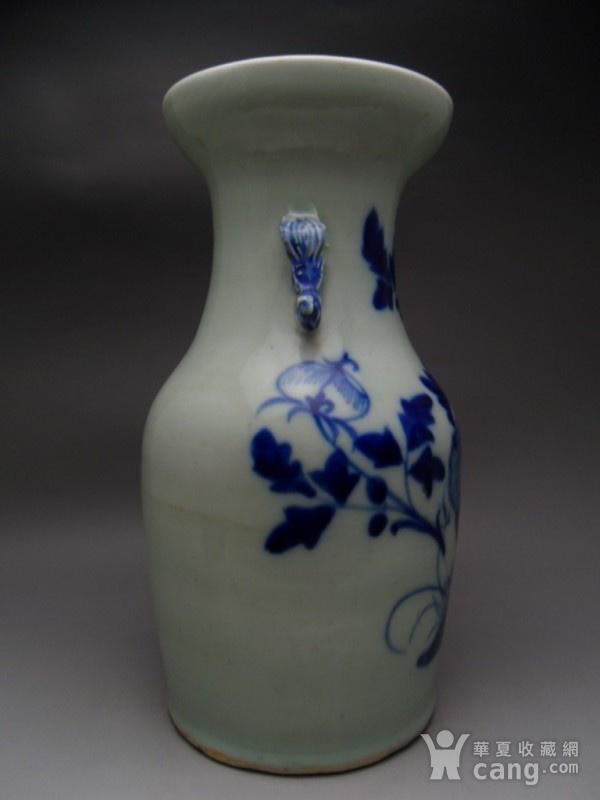 37.清代 豆青釉花卉牡丹大瓶图6