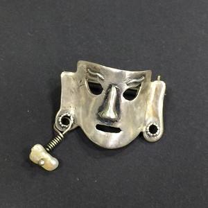 8044面具银胸针