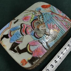 粉彩瓷片小盒