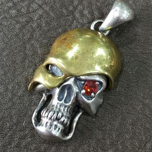 8113银嵌金骷髅造型坠子