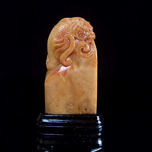 精品老挝田黄鳌龙古兽印章,重96g