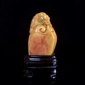 精品老挝田黄鳌龙古兽随型章,重66.8g