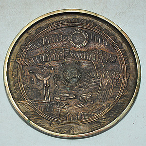 日本铸花铜镜