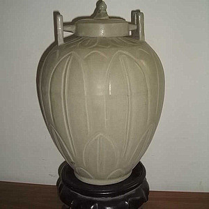 龙泉窑青绿釉蕉叶纹锁罐