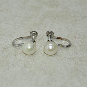 2.1克镶珍珠耳钉一副