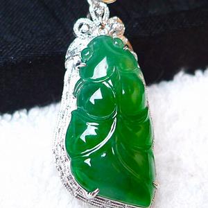 A货翡翠 辣绿形18K金加钻石年年有余吊坠