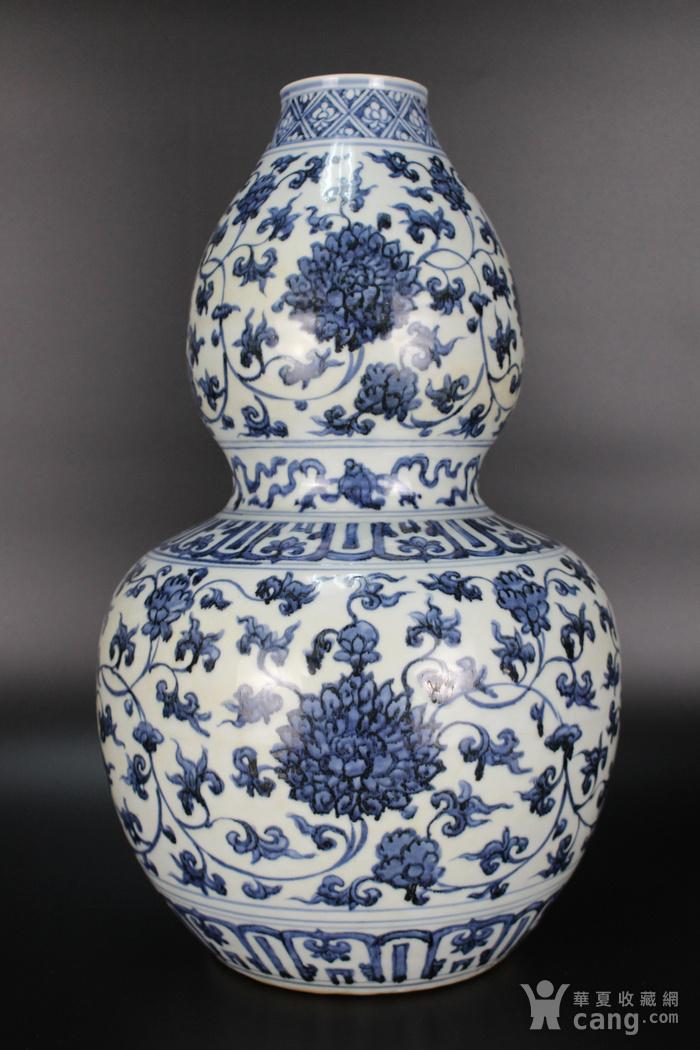 欧美回流青花缠枝莲纹葫芦瓶图3