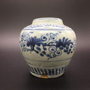 明中期葡萄纹罐