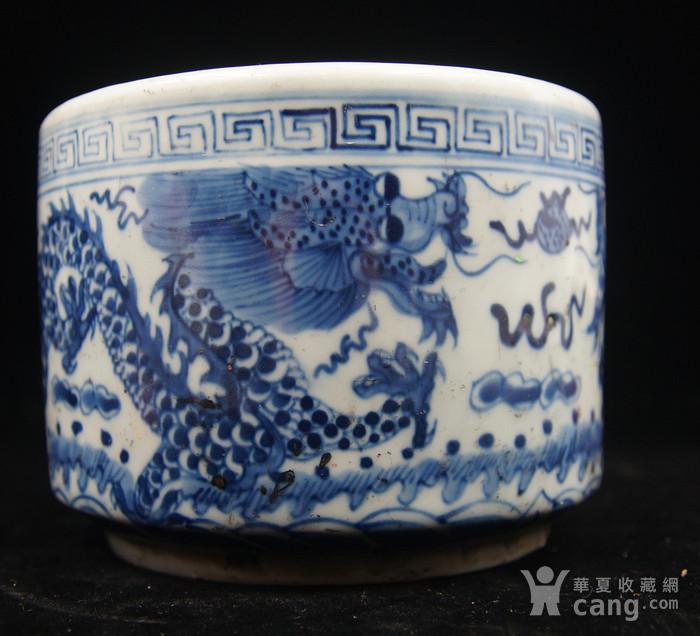 日本国回流的晚清民国时期的青花过墙龙笔筒图1