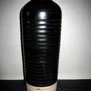 *金黑釉瓶
