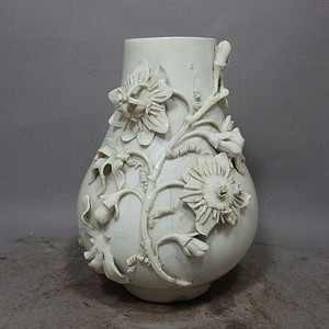 维多利亚时期花卉堆塑赏瓶