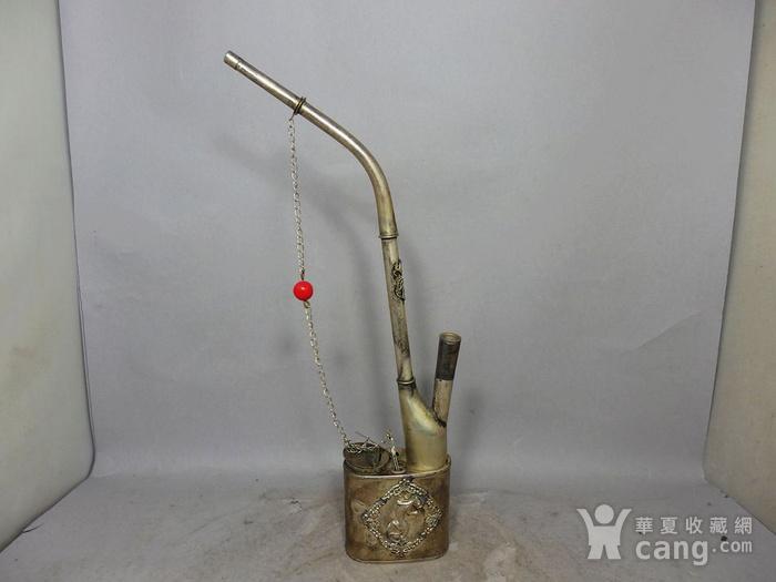 清代精雕白铜珊瑚汗烟具图2