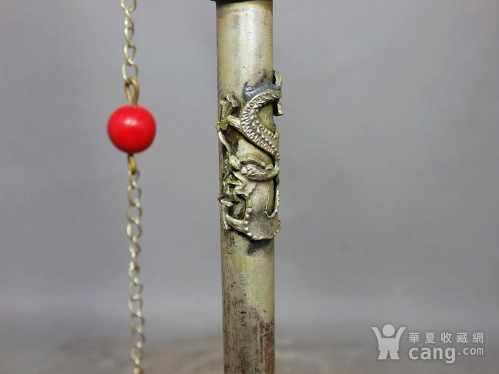 清代精雕白铜珊瑚汗烟具图4
