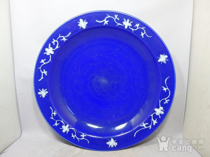 清代大号霁蓝堆白四季花卉折腰盘图1
