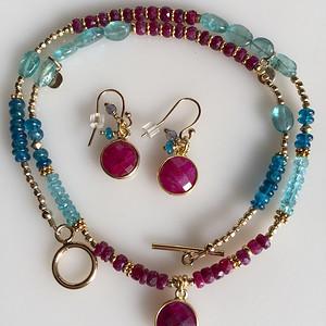 金牌 几十年的红宝石,海兰宝项链,耳坠套装