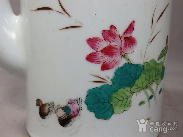 文革时期粉彩鸳鸯绘画提梁壶图3