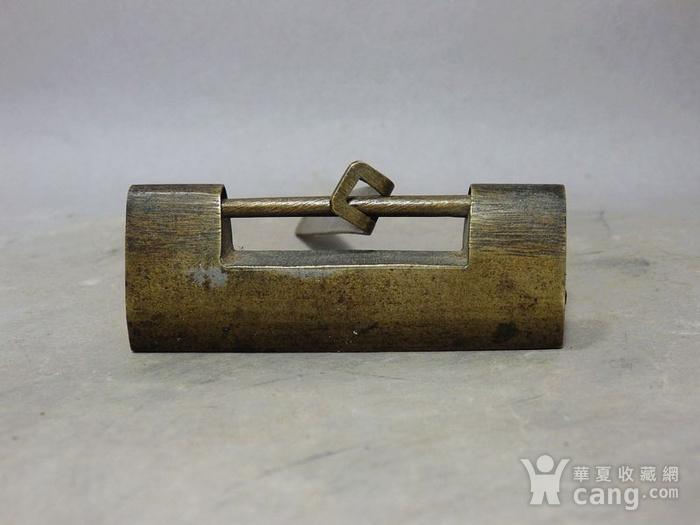 清代铜制素面锁图1