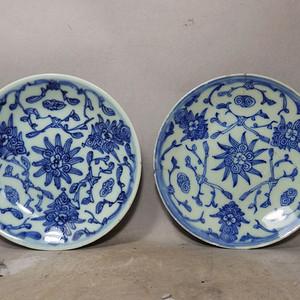 清代青花缠枝花绘画盘两个