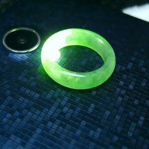 冰润绿精美戒指