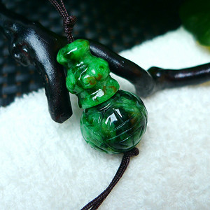 冰润满绿精雕三通吊坠