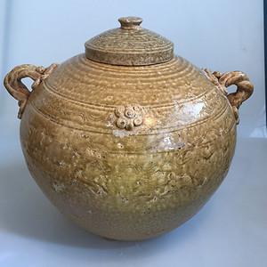 漂亮的青瓷罐