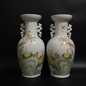 粉彩花鸟花瓶