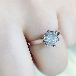 18克金镶嵌莫桑钻石戒指