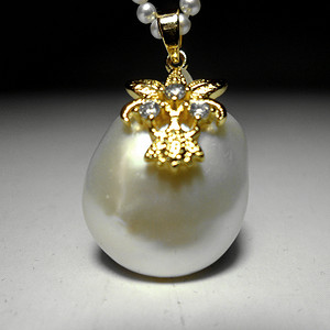 天然海水异形珍珠银镀金镶钻精美璀璨吊坠!