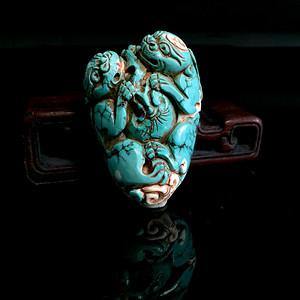清代 天然精品老绿松石双兽玉雕件
